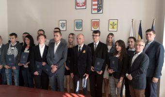 Tarnobrzeg: Stypendia dla najzdolniejszych od starosty powiatu tarnobrzeskiego