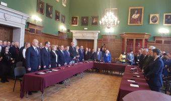 Tarnobrzeg. Pierwsza sesja Rady Miasta Tarnobrzega VIII kadencji. Ślubowanie radnych. Wybór prezydium. Zaprzysiężenie prezydenta.