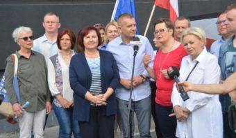 Stalowa Wola: Politycy Koalicji Obywatelskiej spotkali się z mieszkańcami na stalowowolskim rynku.