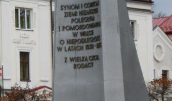Nisko: Świętowali Niepodległość capstrzykiem i wspólnym śpiewaniem pieśni.