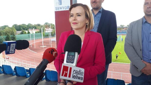 Wiceminister sportu Anna Krupka o środkach na rozbudowę i modernizację stadionu w Sandomierzu.