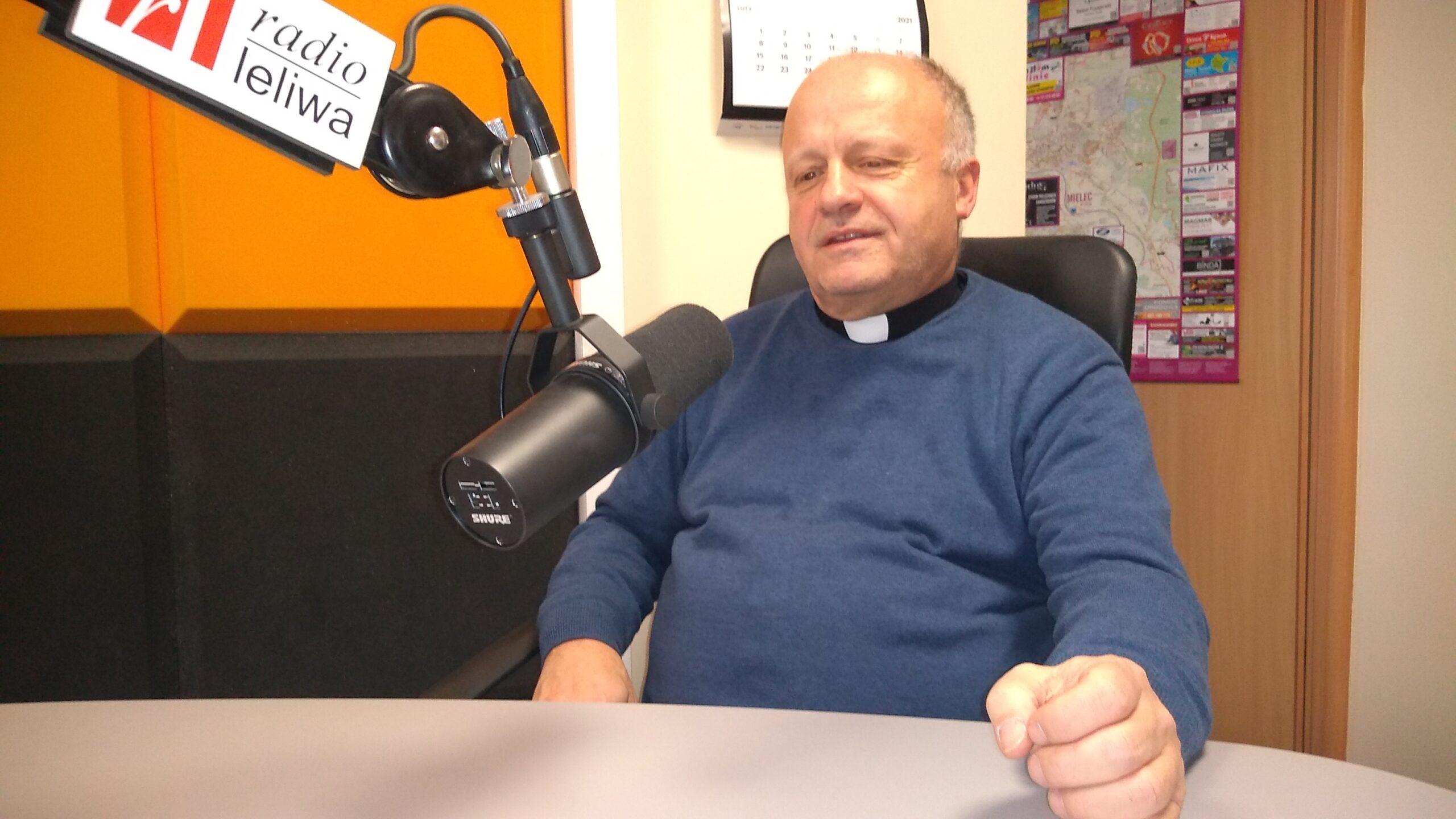 Jubileusz 40 lecia powstania Parafii pw. Ducha św. w Mielcu – o  początkach powstania mówi jej proboszcz ks. Waldemar Ciosek (rozmawia  Tomasz Łępa)