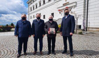 Sandomierz: Muzeum Okręgowe Muzeum Narodowym? Konferencja prasowa posłów Krzysztofa Lipca i Marka Kwitka oraz burmistrza Sandomierza Marcina Marca.
